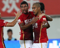 Em encontro brasuca, Goulart e Alan marcam, e Guangzhou vence Jiangsu