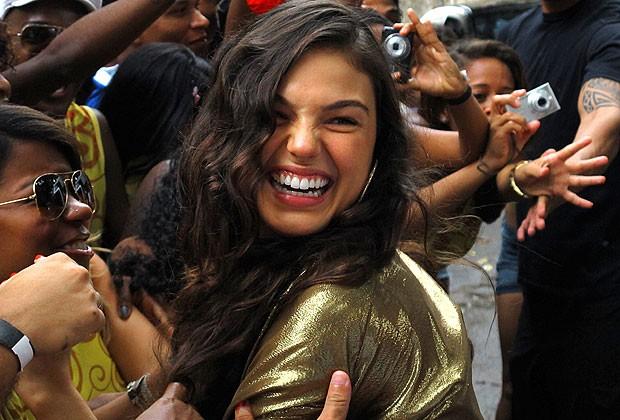 A cantora Sereia e seu roupão dourado no momento de consagração do público (Foto: Divulgação/TV Globo)