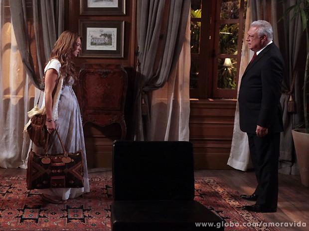 César deixa a filha arrasada ao declarar que ela é sua maior decepção na vida (Foto: Amor à Vida / TV Globo)