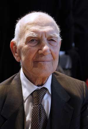 O intelectual francês Stéphane Hessel em 15 de março de 2012 (Foto: AFP)