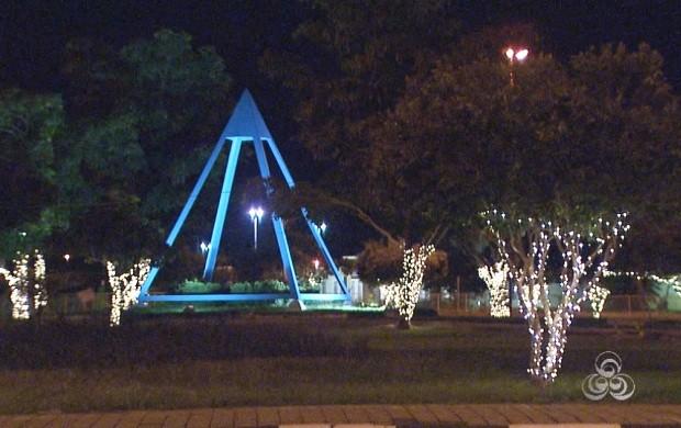 Ruas de Boa Vista estão ornamentada com decoração natalina (Foto: Roraima TV)