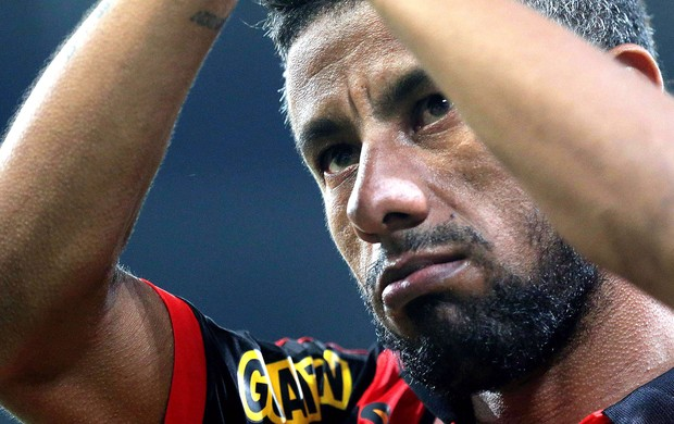 Léo Moura confirma saída e elogia torcida do Flamengo