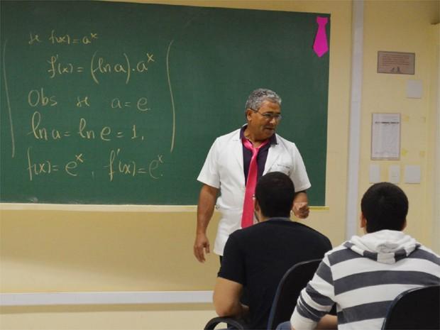 Professor Jair Silvério dos Santos aderiu à campanha em Ribeirão Preto, SP (Foto: Amanda Pioli/G1)