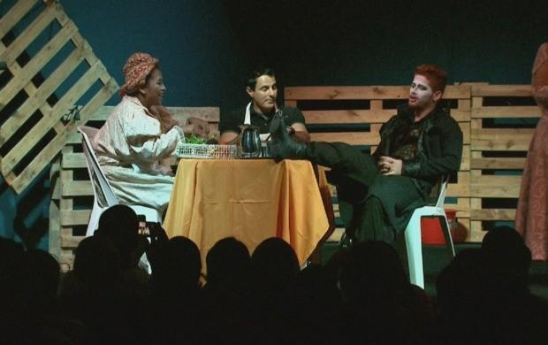 Companhia de Artes Jeová Nissi encena a peça 'A Tempestade' (Foto: Amazônia Revista)