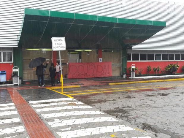 Udesc está ocupada por estudantes nesta quarta-feira (26)  (Foto: Fabio Cardoso/RBS TV)