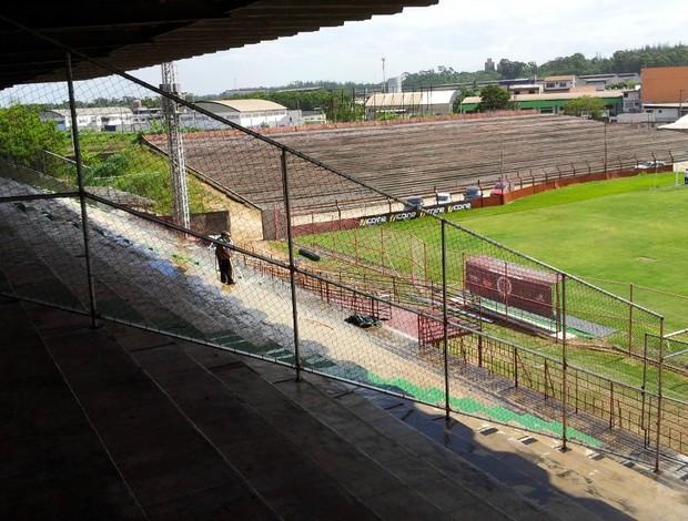 Restauração do Estádio Engenheiro Araripe, da Desportiva Ferroviária (Foto: Bruno Marques/Globoesporte.com)