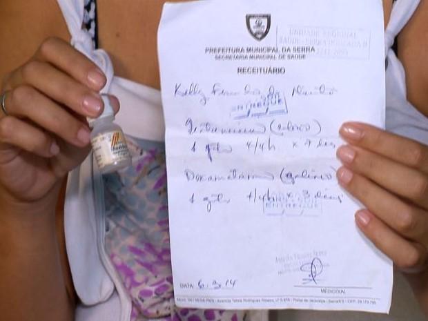 Mulher mostra diagnóstico feito por médica no ES (Foto: Reprodução/TV Gazeta)