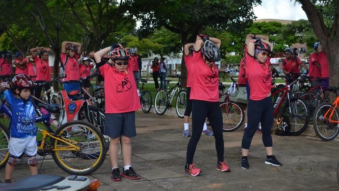 Pedal Rosa foi em comemoração ao Dia Internacional da Mulher (Foto: Dennis Gonçalves)