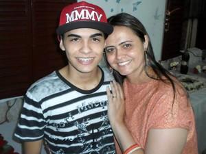 Renato com a mãe Eliane (Foto: Eliane Alessandra Pereira/Arquivo pessoal)