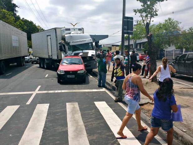 Colisão ocorreu na Alameda Cosme Ferreira  (Foto: Divulgação/Manaustrans)