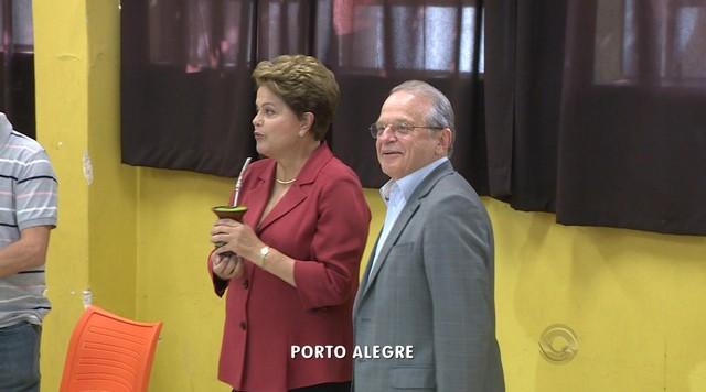 Tarso Genro, candidato do PT ao governo do RS, votou na Zona Sul da capital