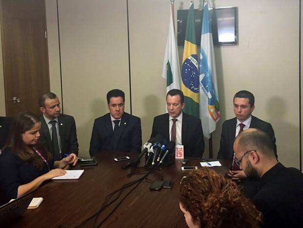 O líder do PRB, Celso Russomanno, e o deputado Fausto Pinato, comentaram decisão da Câmara de substituir o relator do processo de cassação de Eduardo Cunha (Foto: Nathalia Passarinho / G1)