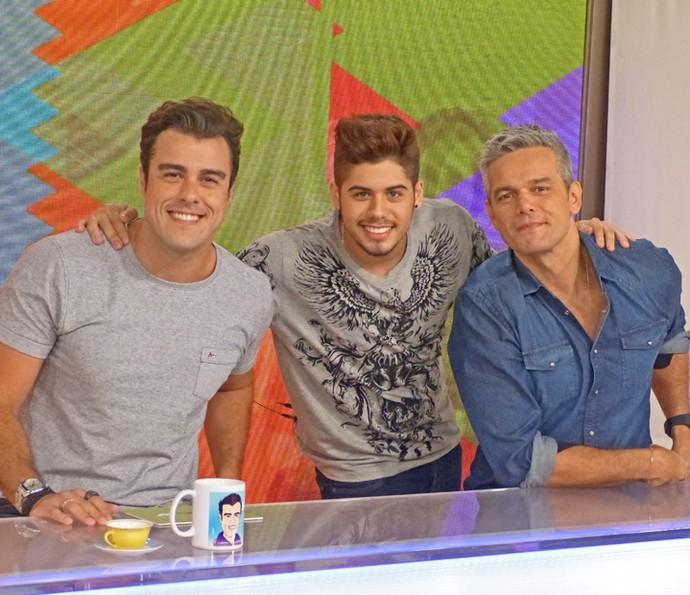 Zé Felipe posa com Joaquim Lopes e Otaviano Costa no 'Vídeo Show' (Foto: Cristina Cople / Gshow)