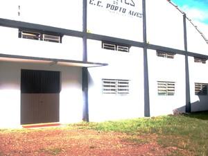 Eleitor vota nu em clube de Agudo (Foto: Brasilia Costa Beber/Arquivo Pessoal )