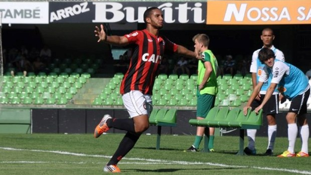 Guilherme, do Atlético-PR sub-18, contra o Coritiba (Foto: Bruno Baggio/Site Oficial do Atlético-PR)