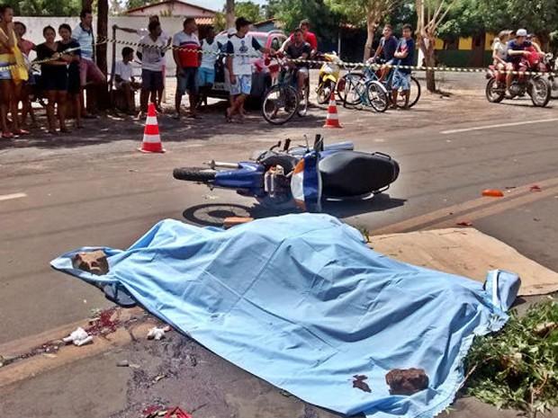 Homem teve morte imediata (Foto: Blog do Coveiro)