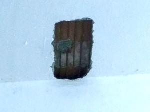 Presos tentaram abrir buraco em uma laje que tem 10 centímetros de concreto e uma tela de ferro (Foto: Márcio Morais)