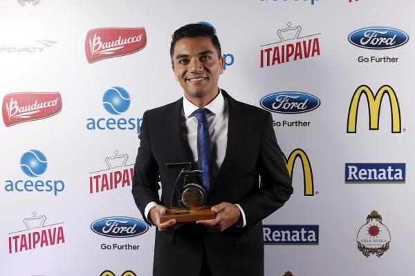 Antonio Marcos recebe prêmio ACEESP (Foto: Gaspar Nóbrega e William Lucas/Inovafoto/ACEESP)