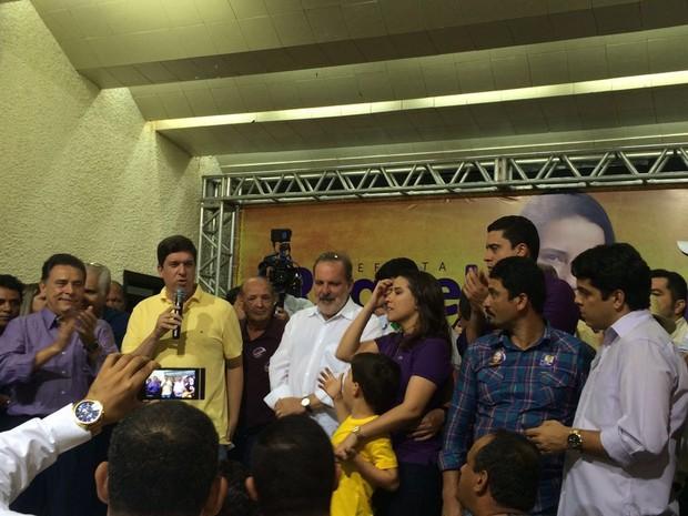 Convenção homologou candidatura de Raquel Lyra (PSDB) - a terceira da direita para a esquerda (Foto: Franklin Portugal/TV Asa Branca)