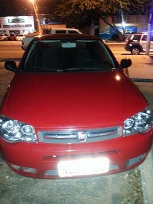 Suspeitos estavam com carro alugado (Foto: Divulgação/Polícia Militar do RN)