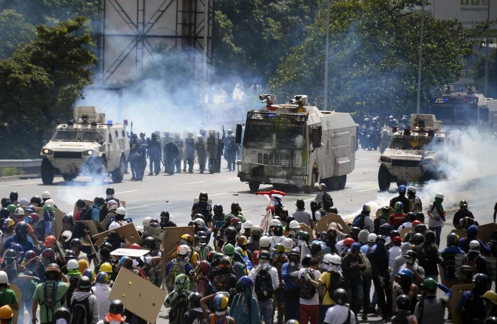 Manifestação contra o governo tem distúrbio nesta quinta (Foto: FEDERICO PARRA / AFP)