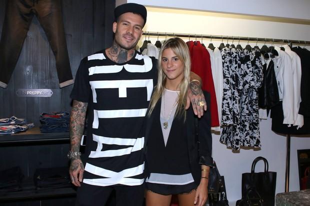 Mateus Verdelho com a nova namorada, Shantal Abreu (Foto: Thiago Duran/AgNews)