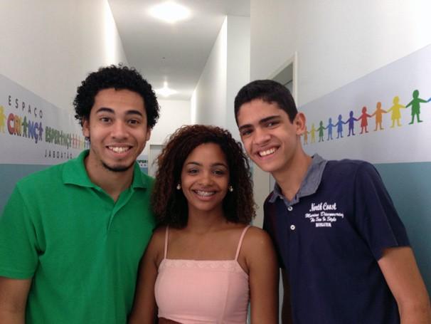 Os repórteres do Conexão Criança Esperança Eva Paula e Romario Regis conversaram com Gênesis Faria no ECE-Jaboatão (Foto: Divulgação)