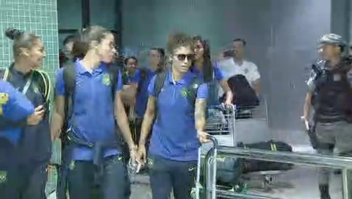 Seleção brasileira desembarca em Manaus (Foto: Reprodução/ GloboEsporte.com)