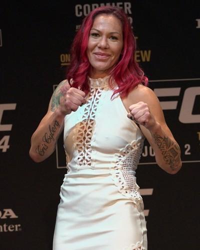 Cris Cyborg, coletiva de imprensa, UFC 214 (Foto: Evelyn Rodrigues)