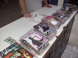 DVDs e CDs piratas apreendidos em teresópolis (Foto: Divulgação/Polícia Militar de Teresópolis)