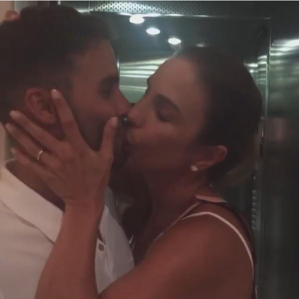 Ivete Sangalo beija o marido (Foto: Reprodução/Instagram)
