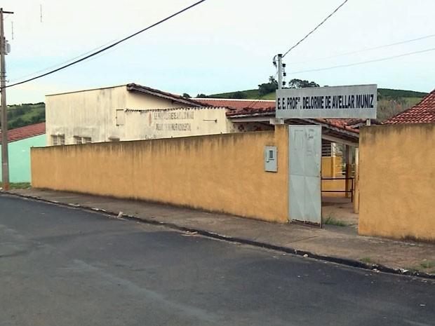 Escola já foi roubada quatro vezes só neste início de ano em Ouro Fino (Foto: Reprodução EPTV / Edson de Oliveira)