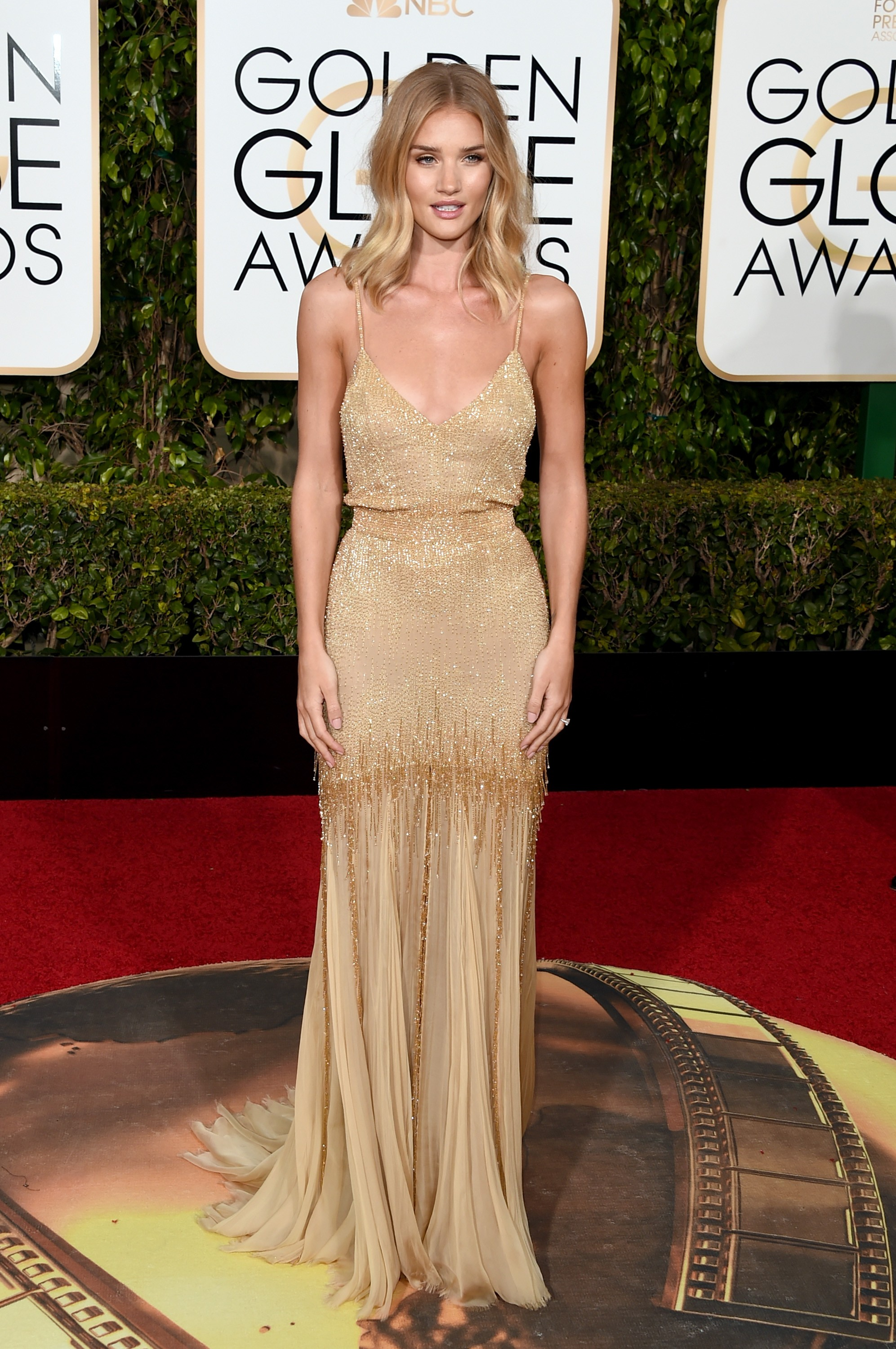 Rosie Huntington-Whiteley escolheu look Atelier Versace (Foto: Getty Images)