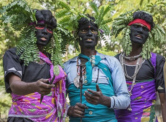 Bandidos ciganos da tribo Sansi ameaçam atacar a caravana liderada por Baldia da etnia Banjara (Foto: © Haroldo Castro/Época)