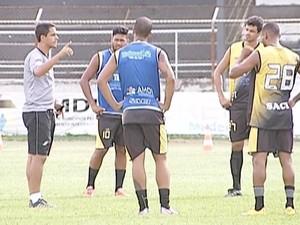 Técnico Fred Pacheco diz que amistosos podem ajudar na preparação do time (Foto: Reprodução / Inter TV)