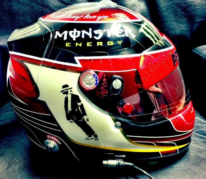 Lewis homenageia Michael Jackson, e Vettel, o rock, em capacetes nos EUA Lewis2