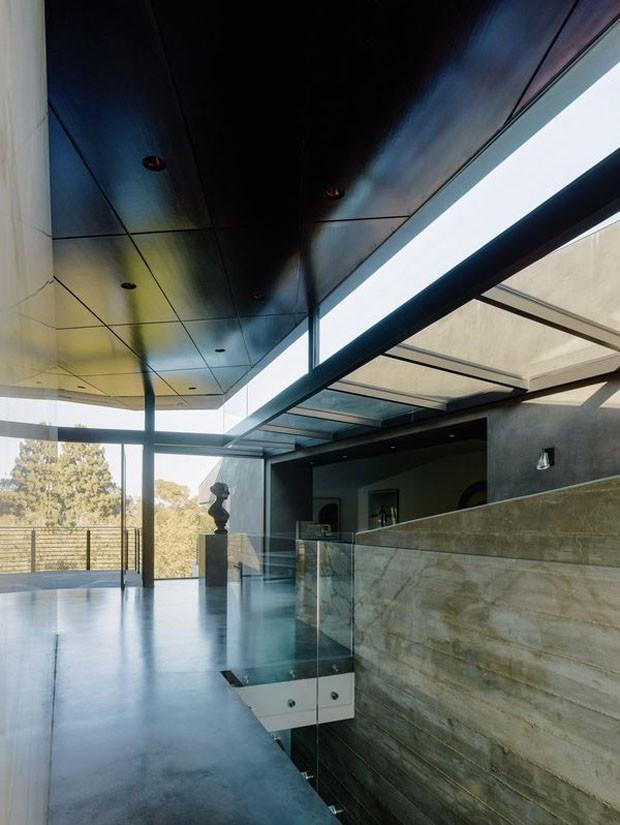 Casa com telhado verde tem ar de galeria de arte sustentável (Foto: Divulgação)