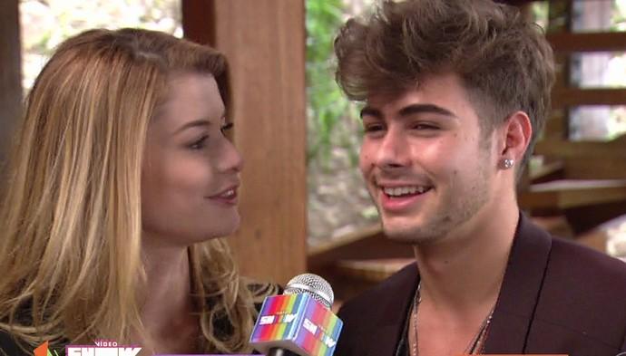 Alinne Moraes e Rafael Vitti falam sobre Rock Story no Vídeo Show (Foto: TV Globo)