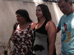Mãe do PM, Valéria Mendes, disse que não sabe o que aconteceu. (Foto: Mariucha Machado / G1)
