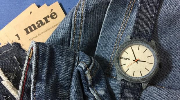 Relógio feito com sobra de jeans é novidade da empresa (Foto: Divulgação)