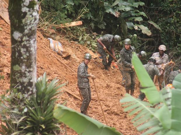 Exército auxiliou nas buscas pelos desaparecidos (Foto: Felipe Carvalho)
