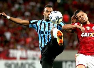 Fernandinho, Flamengo X Grêmio (Foto: Marcos Arcoverde / Agência estado)