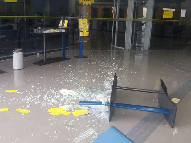 Tentativa de assalto aconteceu no fim da manhã deste domingo (31), na capital (Foto: Márcia Carlile/G1)