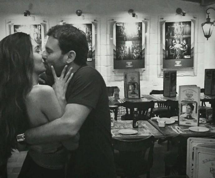 Marina e namorado: sintonia (Foto: TV Globo)