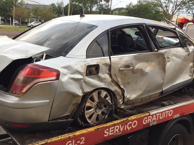 Droga estava dentro do carro (Foto: Álvaro Loureiro/TV TEM)