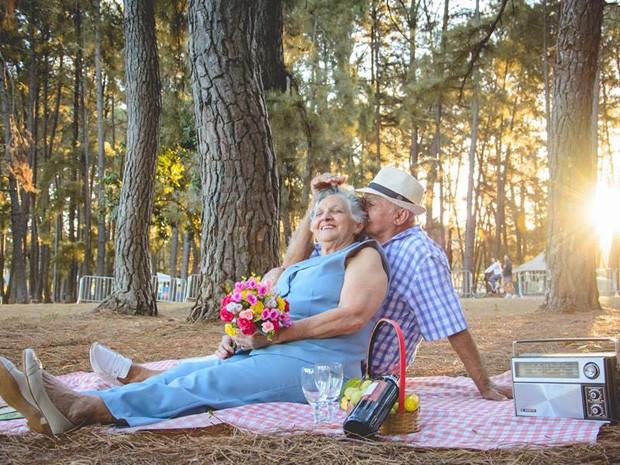 Manoel e Francisca em ensaio fotográfico no Parque da Cidade (Foto: Victor Moura/Reprodução)