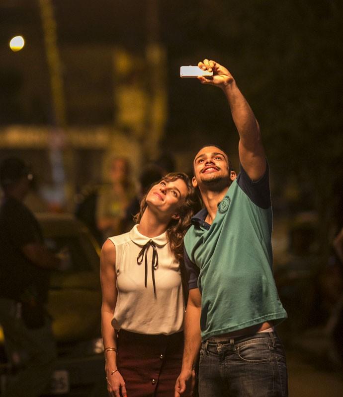 Priscila Steinman e Sérgio Malheiros gravam cena de Sofia e Jacaré (Foto: Raphael Dias/Gshow)