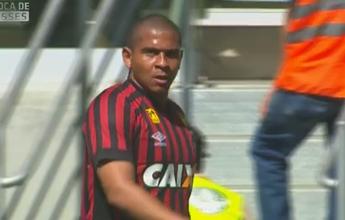 """""""Atlético-PR está atrapalhando Walter"""", diz Edinho, sobre o físico do atacante"""