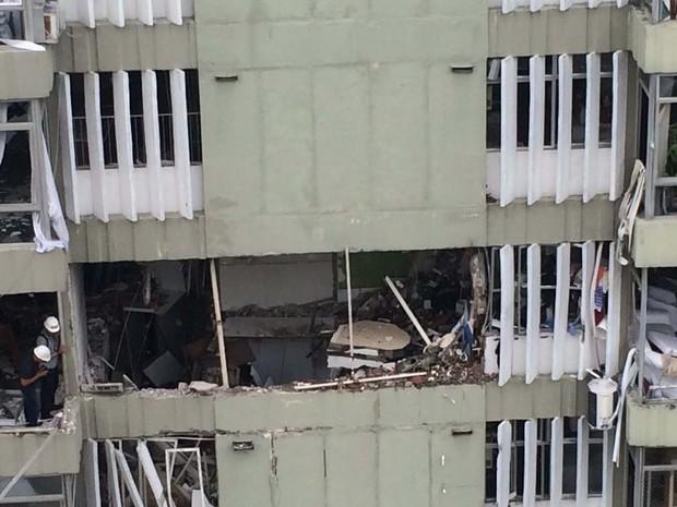Chão do apartamento que explodiu ficou destruído (Foto: Matheus Rodrigues/G1)