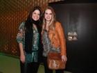 Samara Felippo e Carolinie Figueiredo vão a inauguração de restaurante
